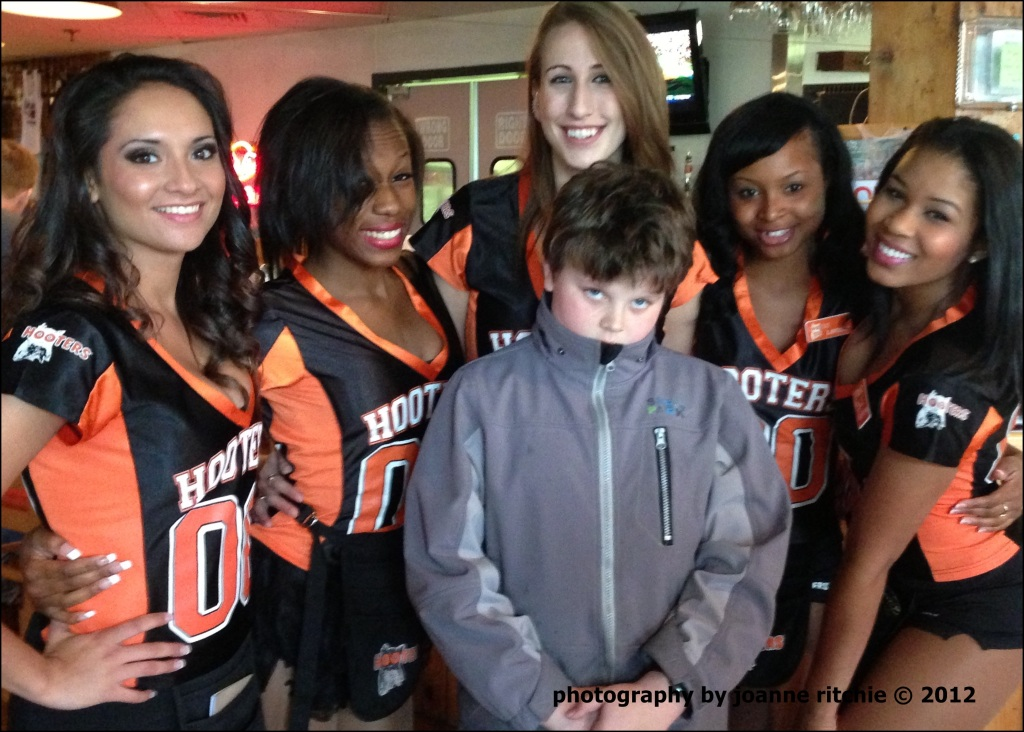 RR Hooters